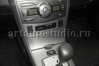 Toyota Corolla оклейка элементов интерьера виниловой плёнкой Carbon 3D